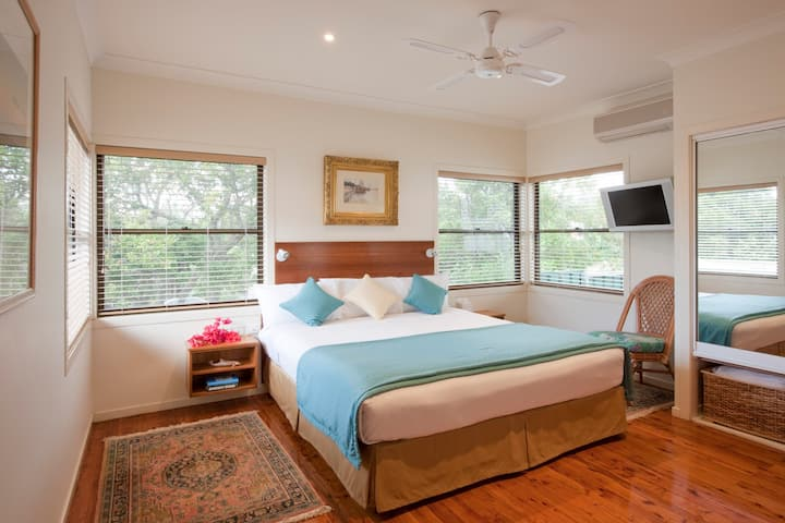 Toowoon Bay Spa Cottage