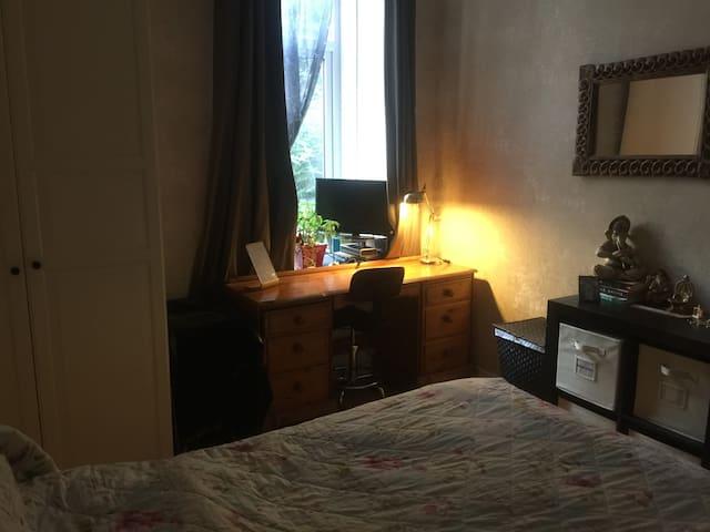 Double bedroom .Heart of Westend .