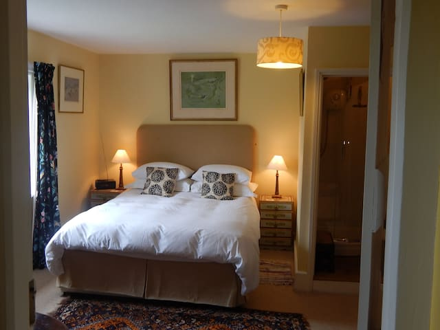 Lower Buckton country B&B nr Ludlow (Yellow Room)