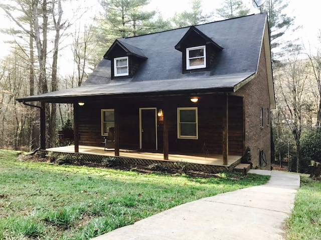 Pisgah Adventure Cottage - Pisgah Forest - Casa