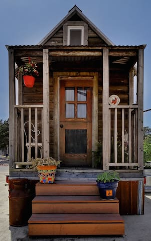 Ruby - Tiny House at MLF Community First Village