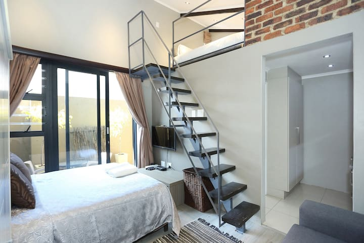 Chic, Modern & Trendy Norwood Guest Suite
