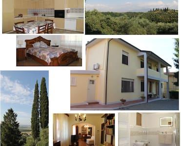 Tuscany Holiday Home - Treggiaia - บ้าน