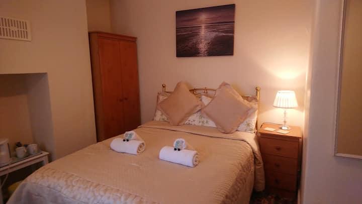Double bedroom in Monfa B&B by the sea in Tywyn