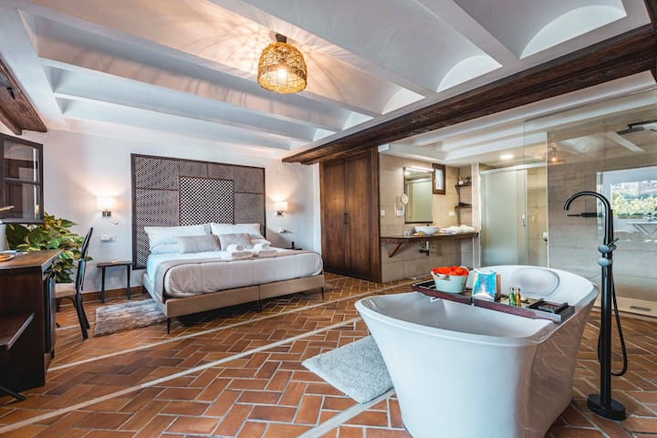 Junior Suite with Bathtub, Terrace & amazing views