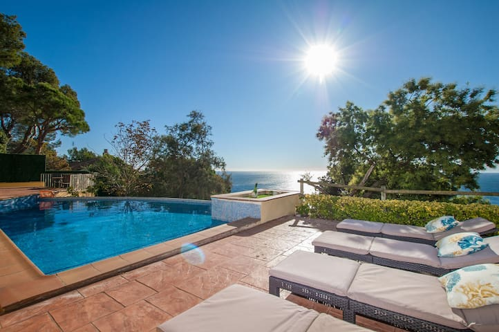 ★ CoastalVillas - Villa Sensation ★ infinity pool