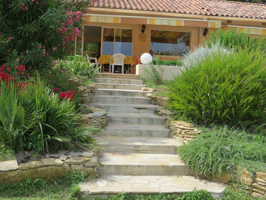 Maison au calme avec une splendide piscine maisons for Camping aix en provence avec piscine