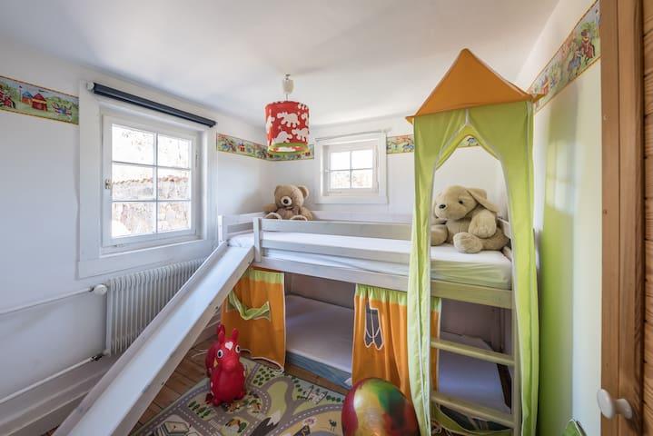 Kinderzimmer über das Grüne Schlafzimmer erreichbar