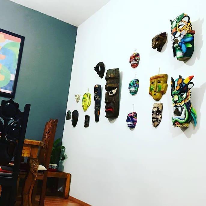 Mascaras en la pared