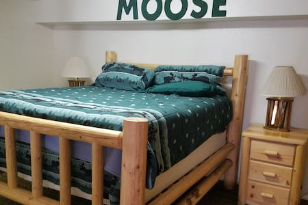 LAZY J RANCH BED & BREAKFAST  Moose Room - Indian Valley - 住宿加早餐