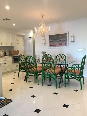 Gorgeous South Palm Beach Gem. - South Palm Beach - Complexo de Casas