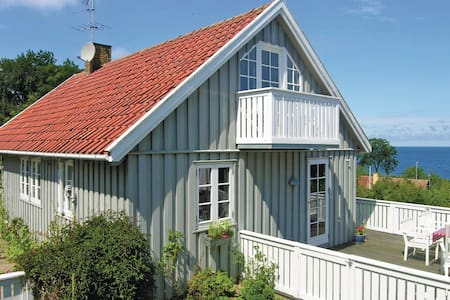 Holiday cottage with 3 bedrooms on 100m² in Svaneke
