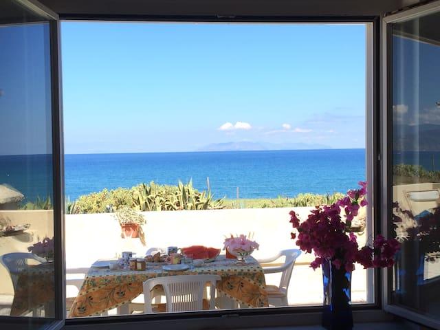 Villa sulla spiaggia fra Tindari e Milazzo - vicino Milazzo - Villa