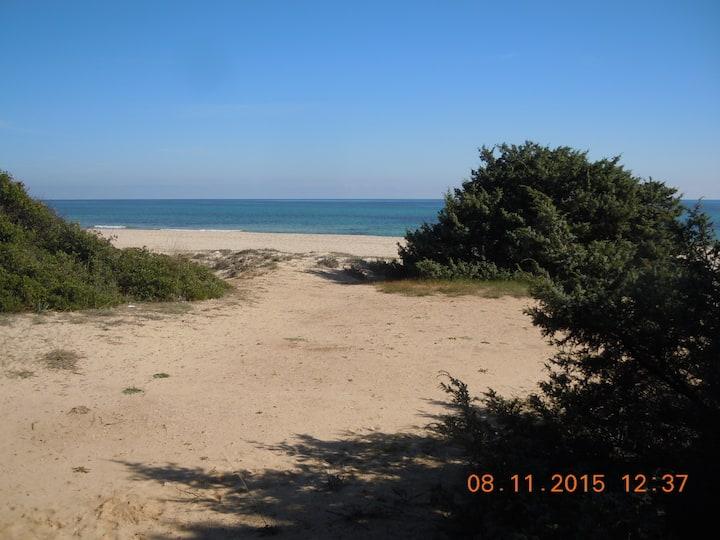 A soli mt.90 dal mare, casa e giardino a Costa Rey