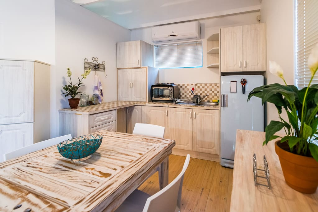 Loft Apartment: Kitchenette