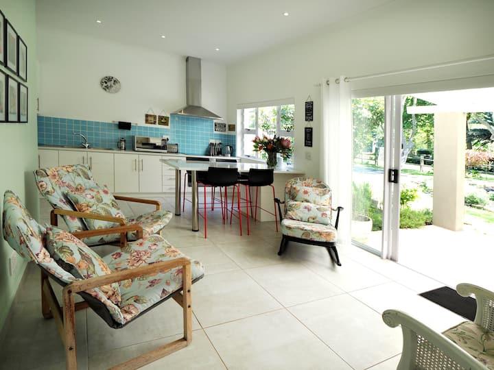 Waterland Lodge - Hibiscus Cottage