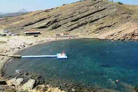 Denize 300 metre mesafede acik ve yesil alan.