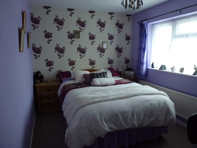 Cozy Double Bedroom, 15 min from Swindon