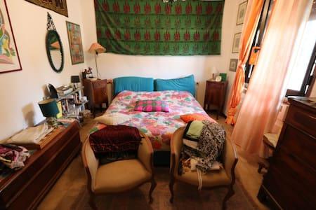 Piccola stanza matrimoniale - San Lazzaro - Condominium