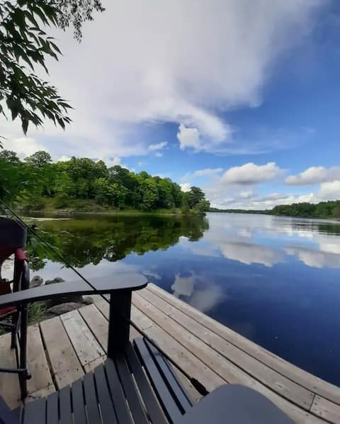 Entire Waterfront Cottage on Hambly Lake, Verona