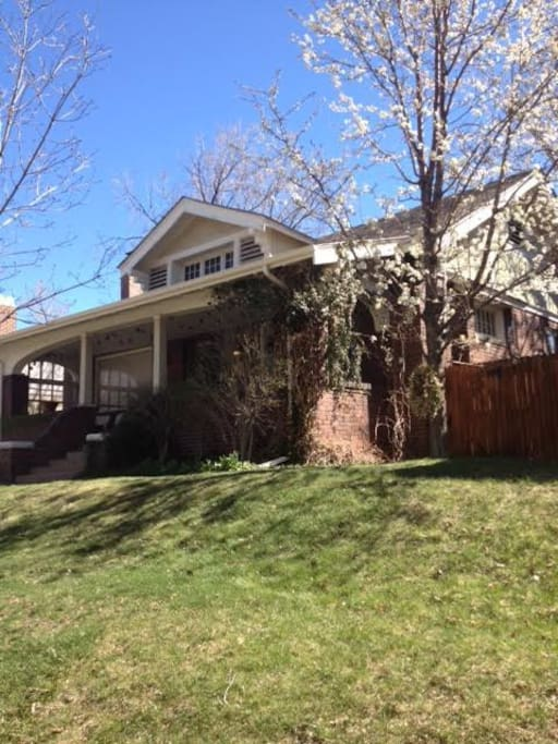 Cozy Craftman Bungalow Located in the HEART of Downtown Denver!