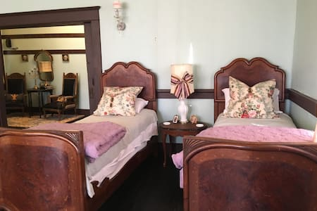 The Adeline Room - Twin Beds