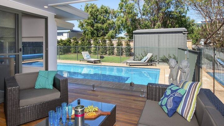 Emerald - coastal walk, swimming pool, pet friendly