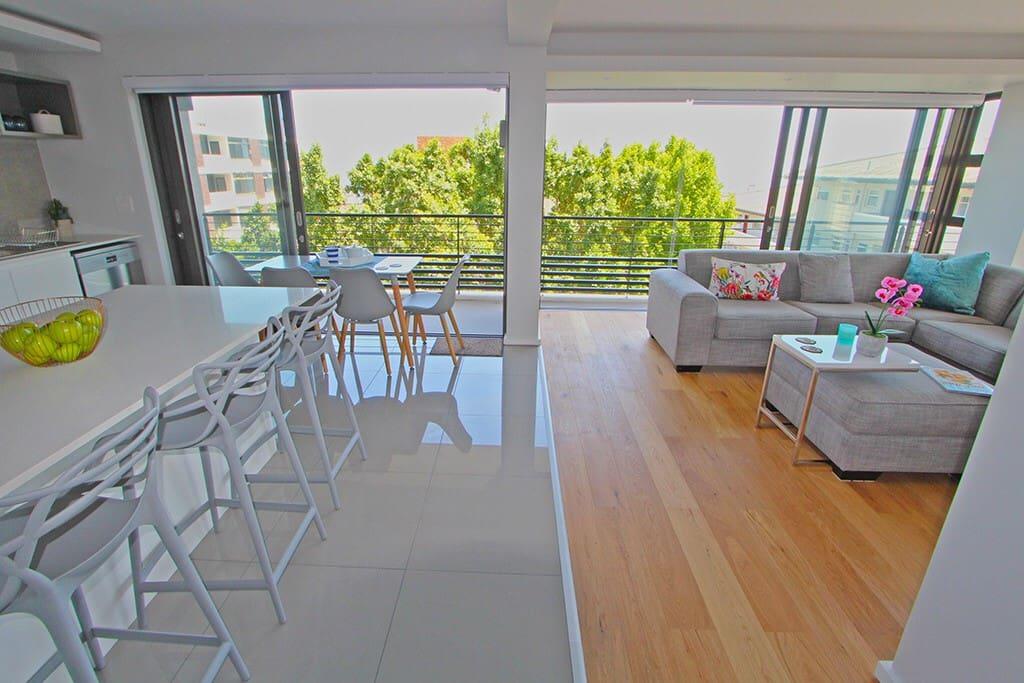 modern luxury apartment seaview on selborne wohnungen zur miete in kapstadt wc s dafrika. Black Bedroom Furniture Sets. Home Design Ideas