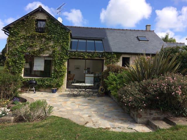 grande maison alliant calme et proximité de la mer - La Richardais - Casa