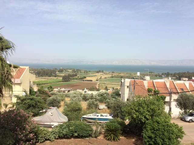 Overlooking the western shore of the Sea of Galile - Migdal - Apartment