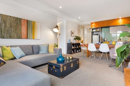 #Stylish St Kilda 2 bed/2 bath, amazing location.