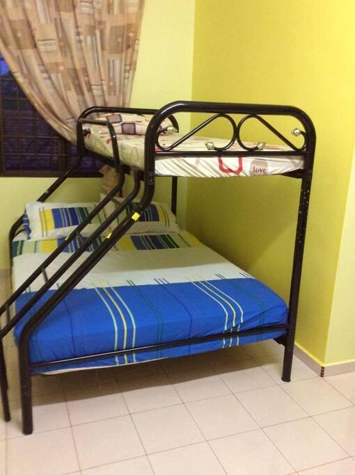 Bed room 1 - 1 Queen & 1 Single beds