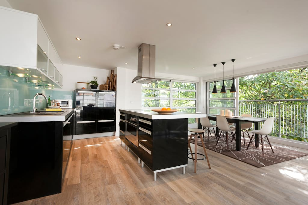 Cook and dine with fully fitted kitchen