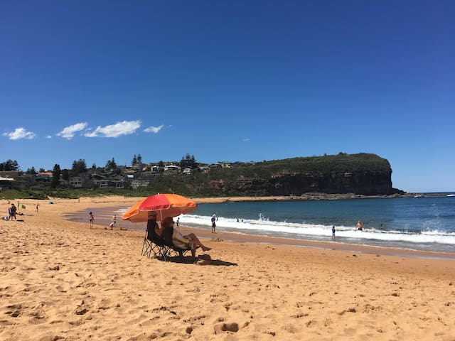 Bright and beachy modern one bedroom apartment. - Mona Vale - Daire