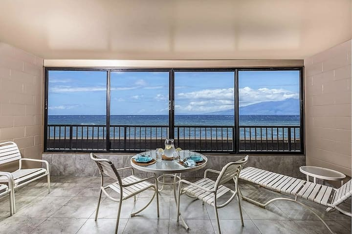GREAT LOCATION, OCEANFRONT CONDO, BY THE BEACH!