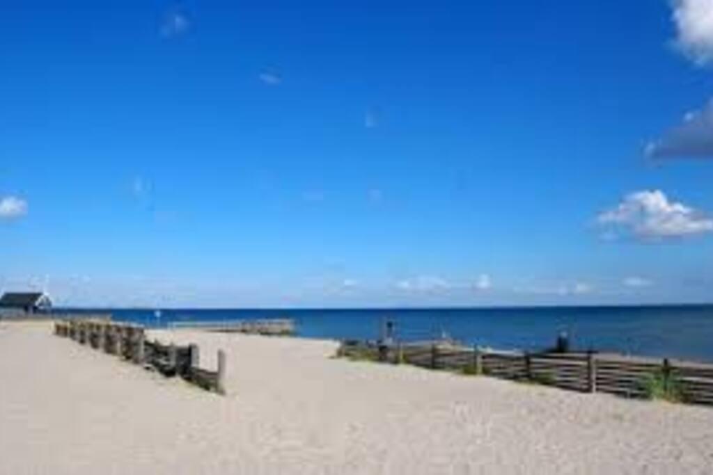 Beach 5 min near