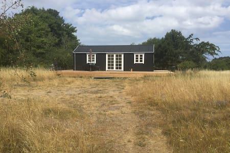 Lillehuset på 5000m2 naturgrund tæt på Kattegat