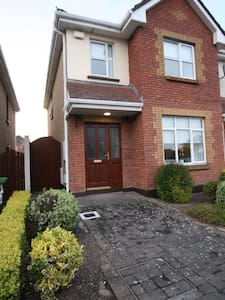 Newly refurbished home beside the airport - Swords - House