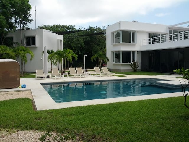 Casita Brisa - Jungle & stunning 25 m POOL, WIFI