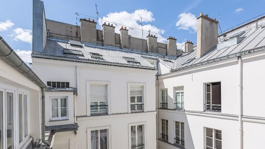 Classic 1-Bedroom Apartment Near the Louvre