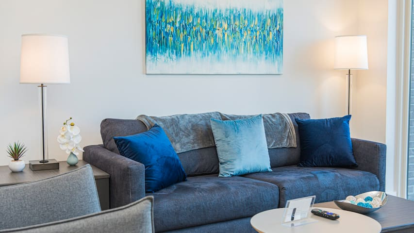 Avoid front desks with self-checkin in this modern 2BD apartment