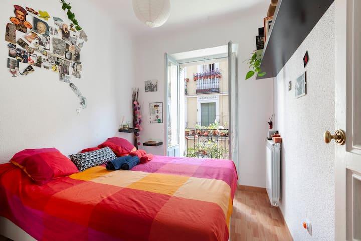 Cozy room center of Madrid/Habitación privada