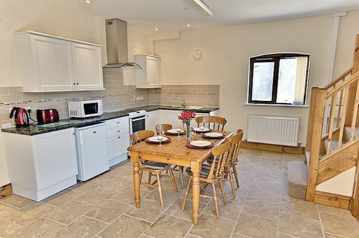 The Granary, perfect for a family of 5 with WiFi - Blandford Forum - Huis