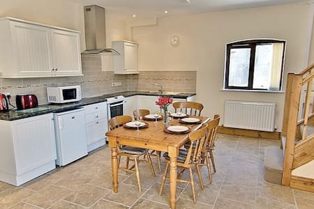 The Granary, perfect for a family of 5 with WiFi - Blandford Forum
