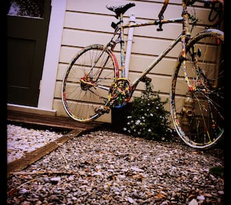 'Cyclelogical' BikeShed - Nelson - Skur