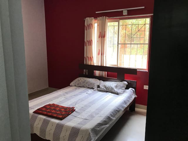 Safe, homely private room in a 3BHK