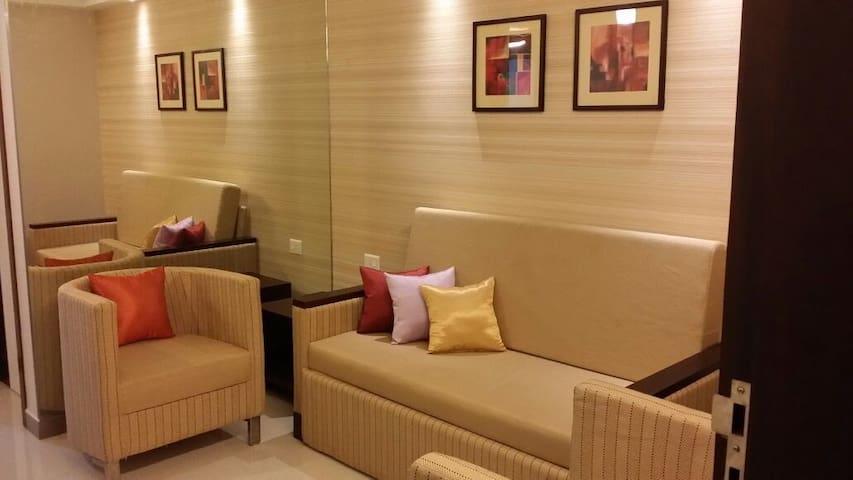 Premium Furnished Studio Apartment @Prime Location - Kochi - Hotellipalvelut tarjoava huoneisto