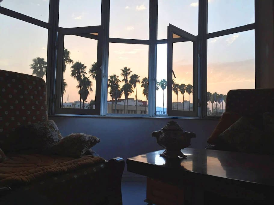 Living room: Sunset from the living room for the lovers of palmtrees