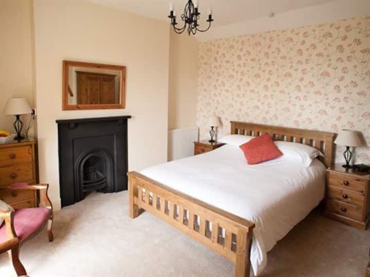 Beera Farmhouse - King size bed room 3