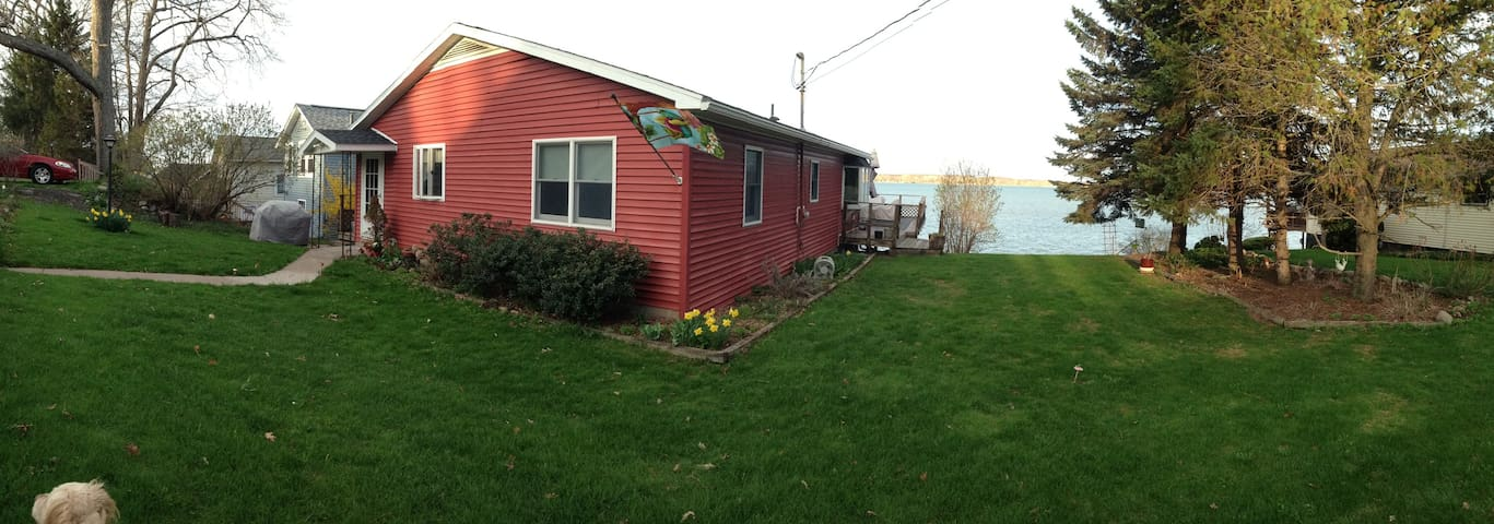 Forever Red Cottage on Cayuga Lake